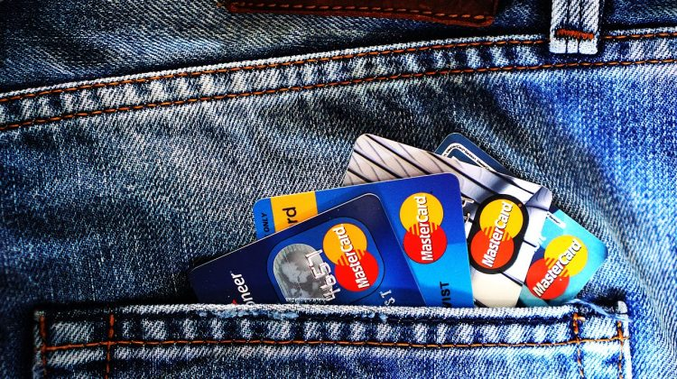 Aproape 40% din fraude au fost efectuate fără prezența fizică a cardului