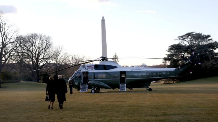 Soții Donald și Melania Trump au părăsit Casa Albă (VIDEO)