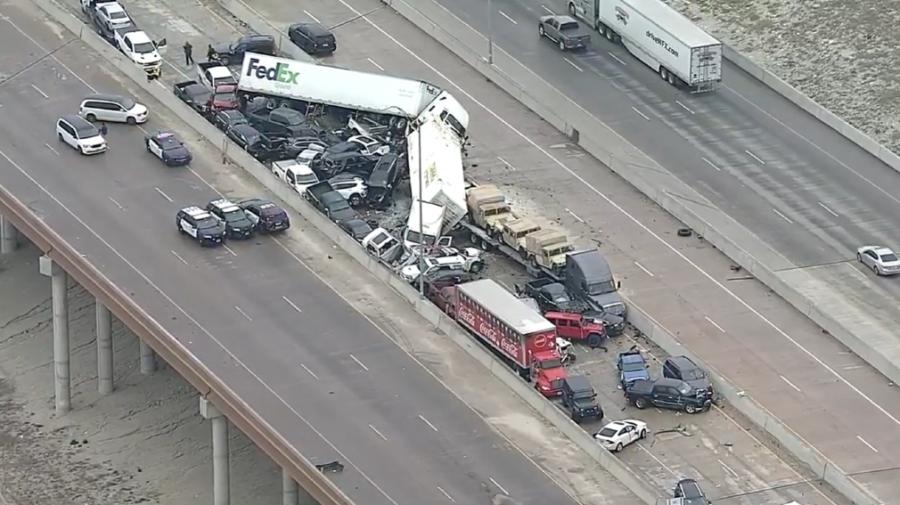 Groaznic! Accident cu implicarea a cel puțin 130 de mașini. Cadavre și răniți între fiarele contorsionate (VIDEO)