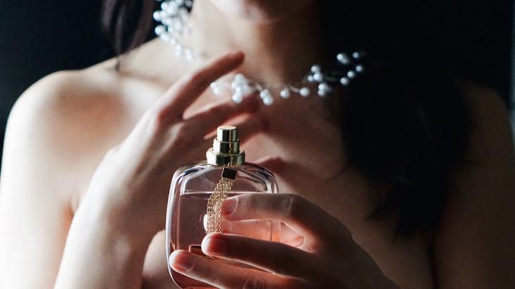 10 parfumuri de brand pe care femeile le adoră. Unde le găsești în Chișinău