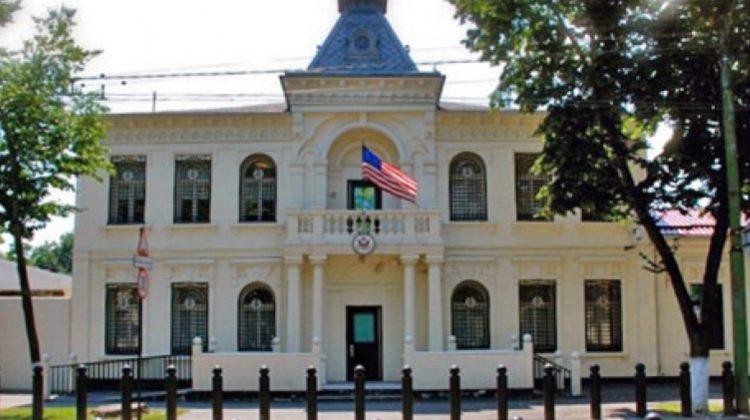 (FOTO) Ambasada SUA vinde trei mașini. Cine să le cumpere, când trebuie de plătit atât de mult taxe vamale