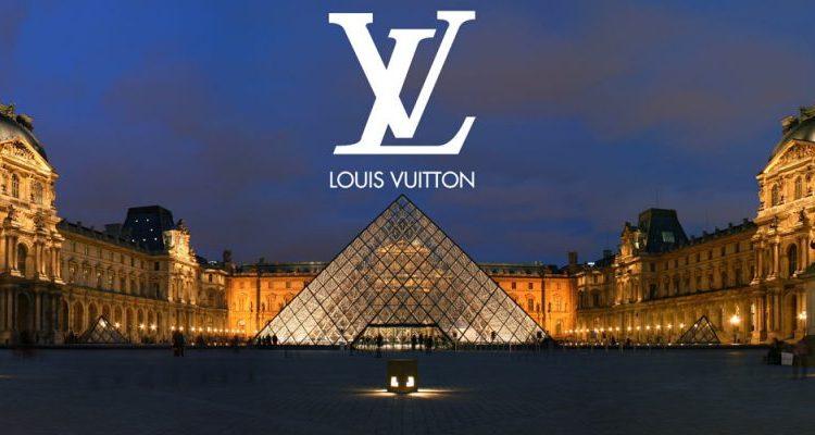 Louis Vuitton călătorește către antichitate la Luvru, închizând spectacolele online ale Săptămânii modei din Paris