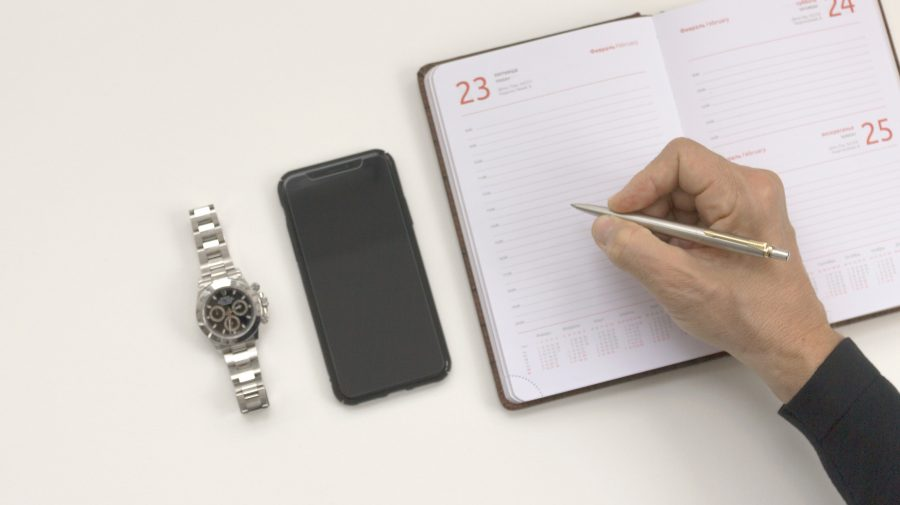 De la genți Hermes, la ceasuri Rolex: În ce bunuri de lux să investești (FOTO)