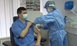 (FOTO, VIDEO) Prima persoană din Moldova vaccinată împotriva COVID-19