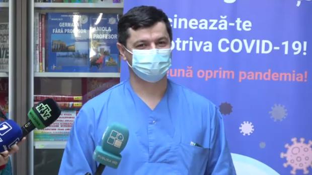 (VIDEO, FOTO) Cum se simt primii doi medici din țară care au fost imunizați împotriva COVID-19