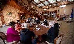(FOTO) Familiile a cinci eroi decedați în Războiul de la Nistru, primite în vizită de președinta țării