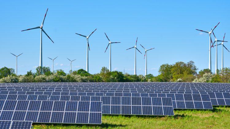 ANRE a stabilit tarife mai mari la energia electrică produsă din surse regenerabile. Care este noul tarif