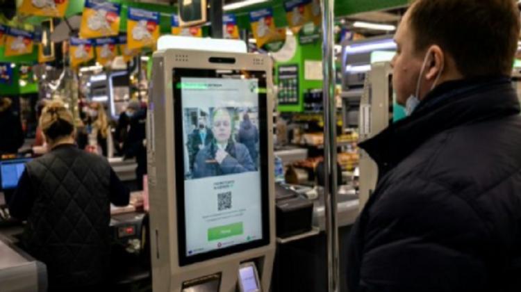 """Recunoaşterea facială se răspândește activ în viaţa ruşilor. Chiar și la supermarket """"se plăteşte cu faţa"""""""
