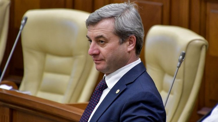Debutul ședinței Parlamentului: Furculiță anunță o nouă majoritate parlamentară și o invită pe Sandu la consultări