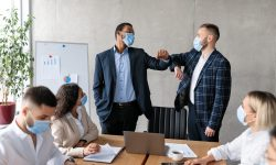 12 reguli ale etichetei de afaceri pe care mulți le încalcă fără să știe. Tu le cunoști?