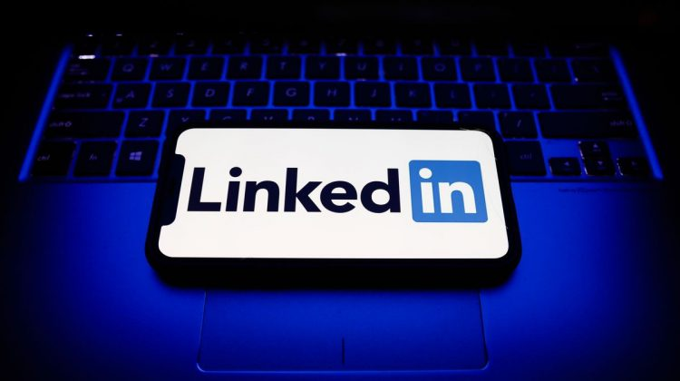 Linkedin a fost ținta unui hacker. Datele personale se vând pe internet și cu 10 000 de dolari