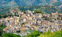 Încă un oraș italian vinde case la un euro. Aproximativ 900 de case sunt scoase la vânzare