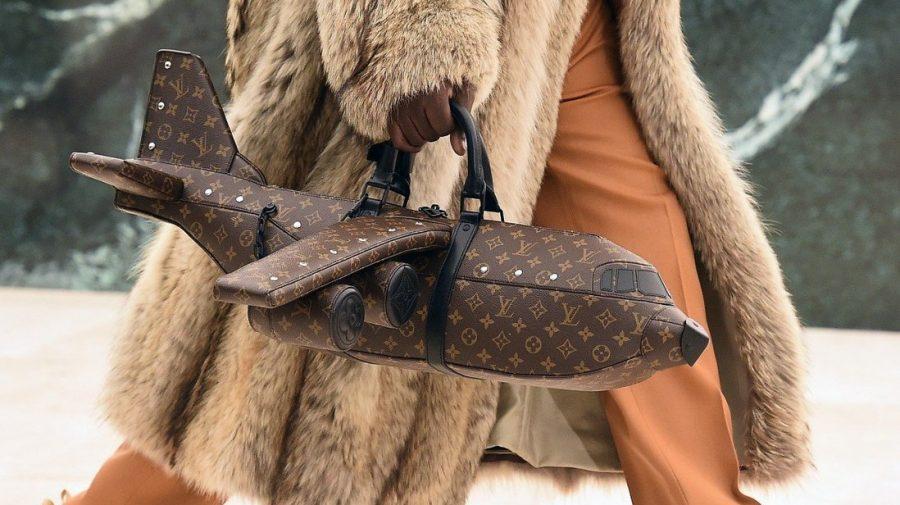 (FOTO) Geanta Louis Vuitton în formă de avion costă mai mult decât un avion real. Cât costă și cum arată