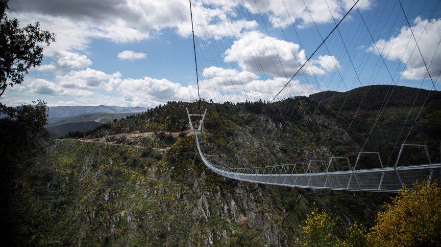 (VIDEO/FOTO) A fost inaugurat cel mai lung pod pietonal suspendat din lume. Câți metri are și unde se află