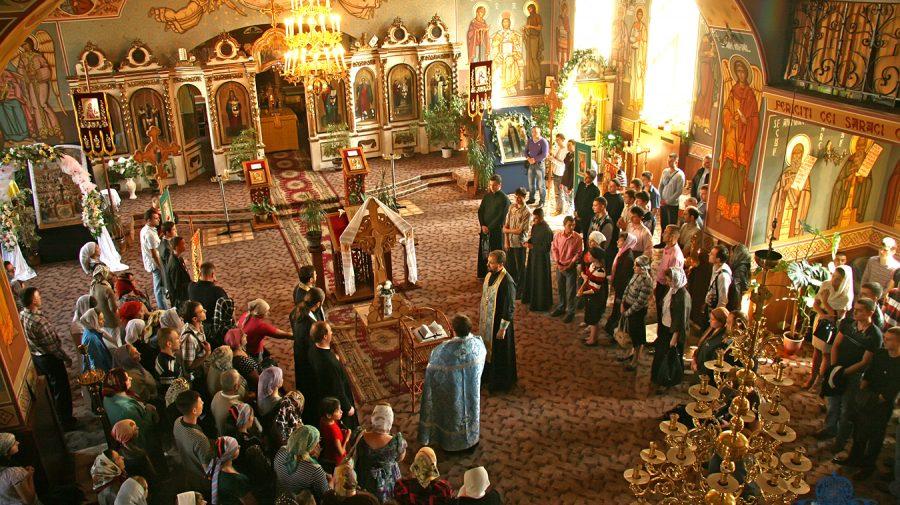 (DOC) Ce reguli trebuie să respecți dacă mergi la biserică în Noaptea Învierii? Tot ce trebuie să știi
