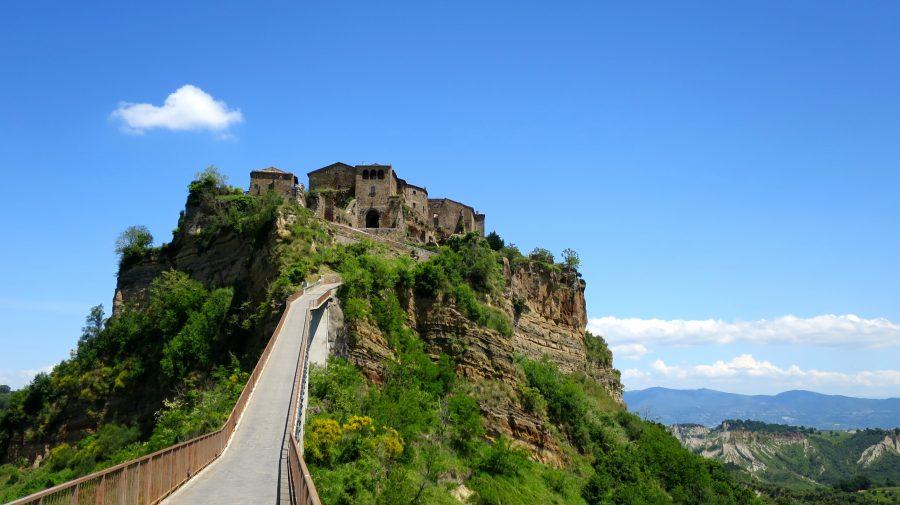 """(FOTO) Italia vrea să includă Civita – """"orașul care moare"""" în patrimoniul UNESCO. Prin ce este deosebit"""