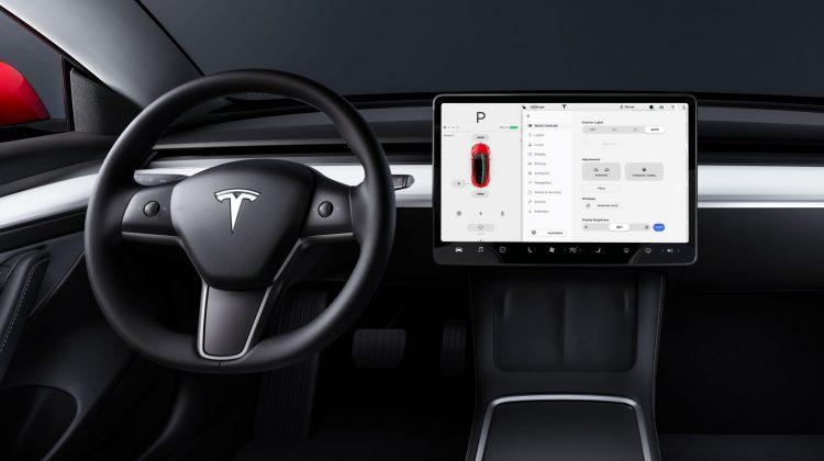 Lovitură pentru Elon Musk: sistemul autopilot al mașinilor Tesla poate fi amăgit