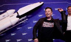 Elon Musk l-a învins pe Jeff Bezos. SpaceX a câştigat un contract cu NASA, în defavoarea companiei lui Bezos