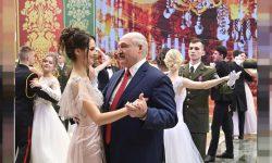 (FOTO) Tânără, frumoasă, pasionată de fotbal și cu 43 de ani mai tânără. Cine este și cum arată amanta lui Lukașenko