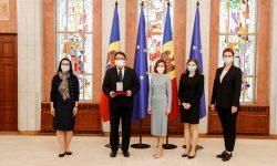 """(VIDEO) """"Ordinul de Onoare"""" pentru ambasadorul UE în Republica Moldova. Maia Sandu i-a mulțumit lui Peter Michalko"""
