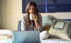 (STUDIU) Lucrul de acasă poate avea efecte pozitive asupra orelor de somn. Cum ne ajută munca de la distanță