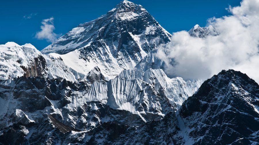 Doi alpiniști au murit pe Everest. Au fost supra-epuizați