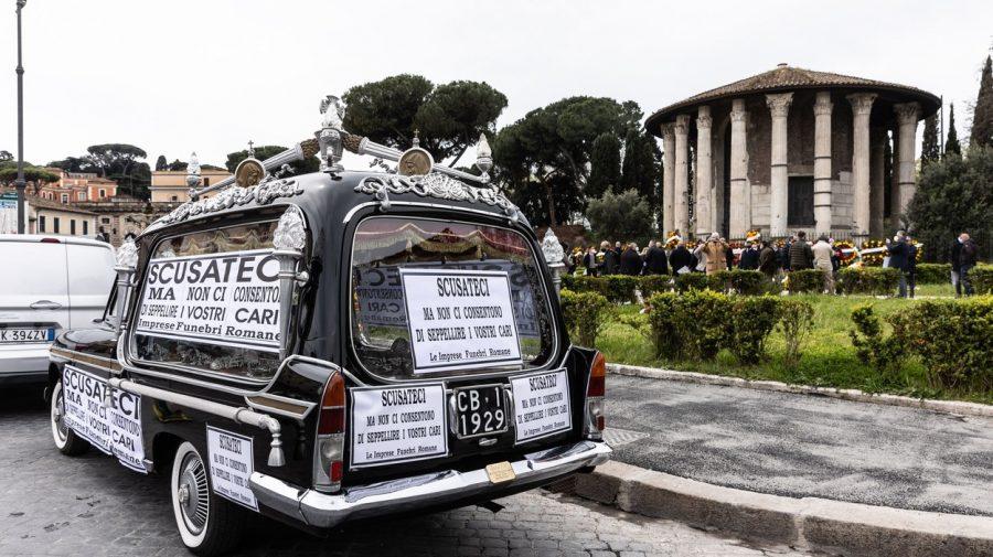 GALERIE FOTO:  Scandalul cimitirelor pline din Roma. Oamenii așteaptă și din ianuarie să-și îngroape 2000 de morți