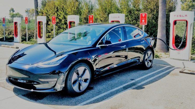 Tesla a deschis site-ul în limba română și un showroom la București. Ce model este disponibil în România