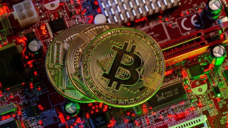 Căutau canabis, dar au găsit o mină de Bitcoin. Furau electricitate în valoare de mii de lire sterline din rețea