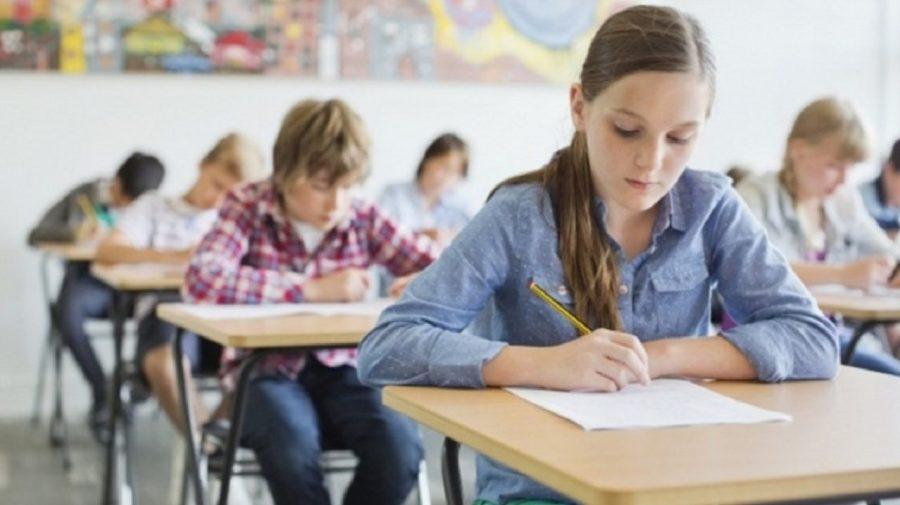 Fără lecții online! De marți elevii din Capitală revin la școală cu prezență fizică
