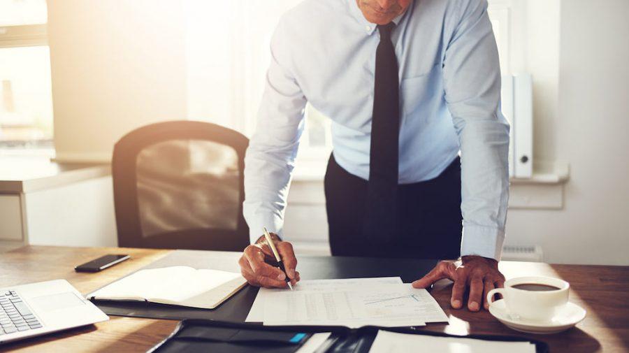Biblia leneșului: Cum să pari un angajat foarte ocupat și important