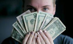 Folosește regula 50-30-20 în gestionarea banilor tăi! Cum să o aplici și ce presupune