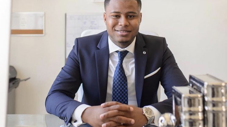 Sfaturile unui bărbat de 28 de ani care l-au ajutat pe el și pe familia sa să devină milionari. Aplică-le și tu