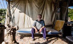 De ce italienii l-au expulzat pe Robinson (81 ani) de pe insula unde a locuit peste de 30 de ani (FOTO)