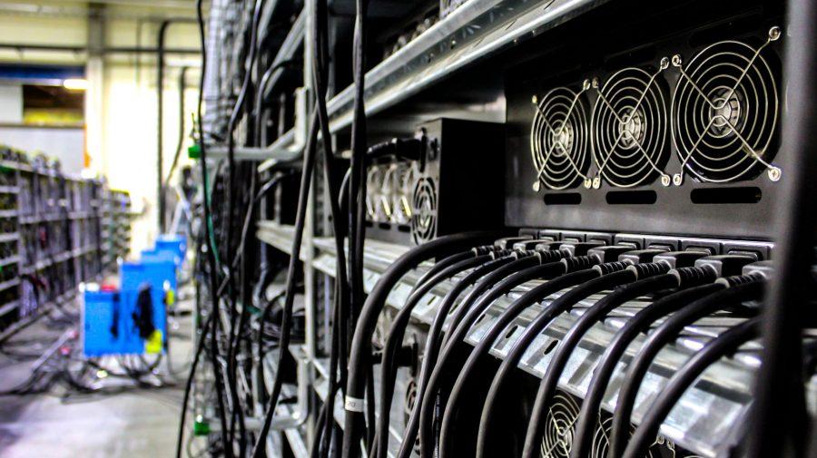 Țara ca interzice minatul de Bitcoin. Zone întregi au rămas fără energie electrică