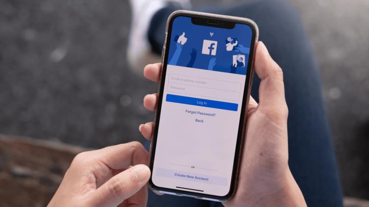 """Facebook încă """"spionează în secret"""" iPhone-ul tău. Fă asta și îl vei opri"""
