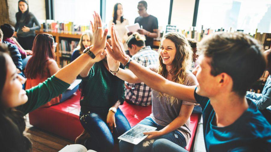 (DOC)Veste bună pentru elevi și studenți! Vor primi burse mai mari cu 2,3%. Noua valoare a burselor