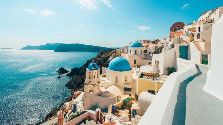 Grecia a deschis sezonul nunților în pandemie. Cât trebuie să scoată din buzunar mirii pentru o ceremonie pe plajă