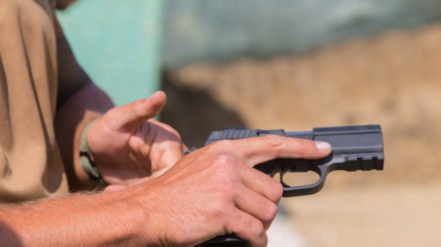 Bani, arme, camionete, permise de pescuit și vânătoare! Statul care oferă astfel de stimulente celor ce se vaccinează
