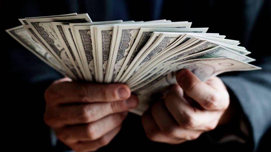 Jucăriile miliardarilor: achizițiile extravagante ale celor mai bogați oameni din lume