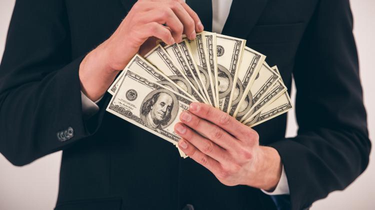 Pe ce nu cheltuie banii oamenii bogați? 3 milionari dezvăluie secretele