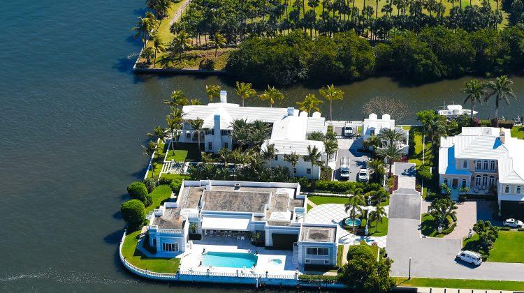 (foto) O casă cât o insulă! Top 5 case care ocupă o insulă întreagă!