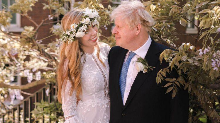 O să rămâi uimit când vei afla cât a costat rochia de mireasă a soției lui Boris Johnson. A închiriat-o cu o sumă mică