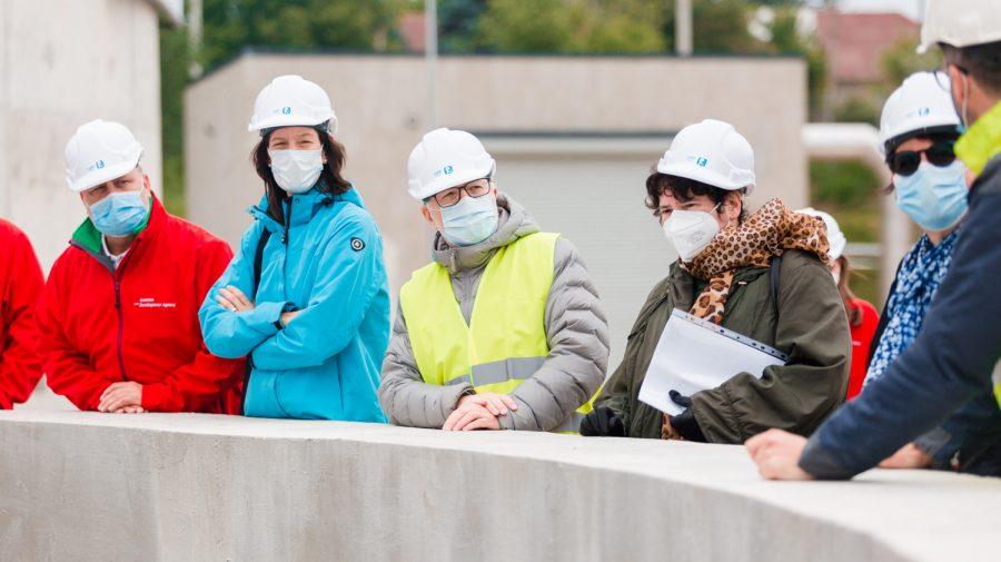 Vizita delegației la noua stație de epurare a apei uzate din Cantemir. Vezi din imagini cum decurg construcțiile