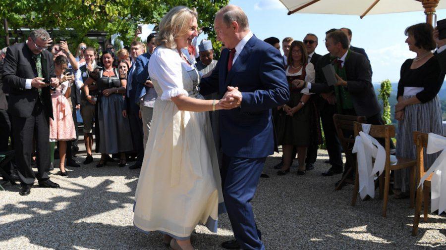Karin Kneissl, numită în consiliul director al Rosneft. La nunta ei a dansat cu Putin