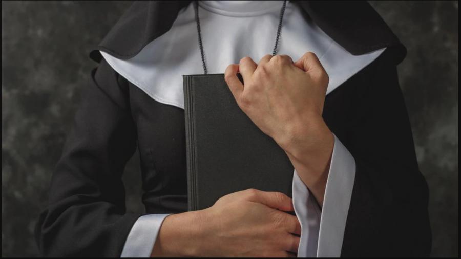 O călugăriţă a cheltuit peste 800.000 de dolari la jocuri de noroc, după ce a devalizat o școală. Ce pedeapsă a primit