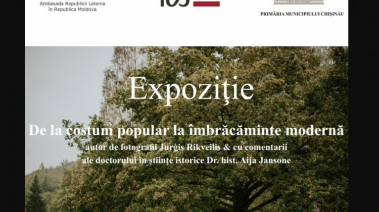 """Expoziție de fotografii în aer liber despre îmbrăcămintea letonă : """"De la portul popular la îmbrăcămintea modernă"""""""