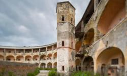 """O închisoare abandonată din Italia va deveni """"atracție turistică în stil Alcatraz"""" cu pensiuni, muzeu și cocktail bar"""