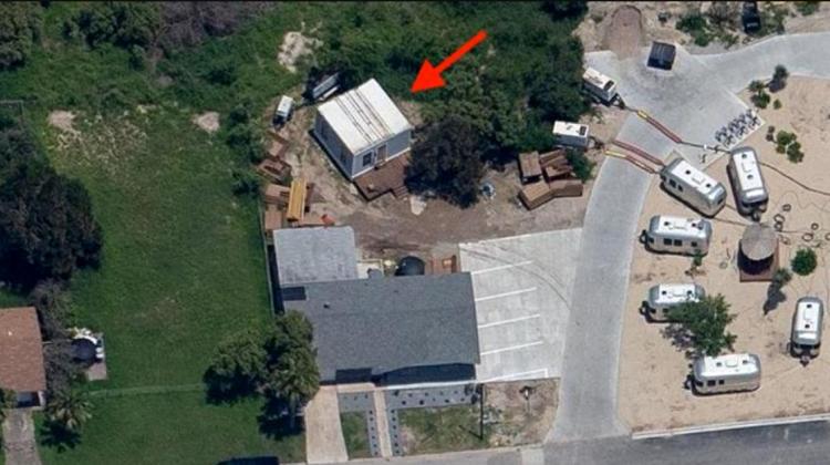 """(VIDEO) """"Cabana"""" de 40 de metri pătrați care costă doar 50.000 de dolari în care locuiște Elon Musk. Cum arată"""