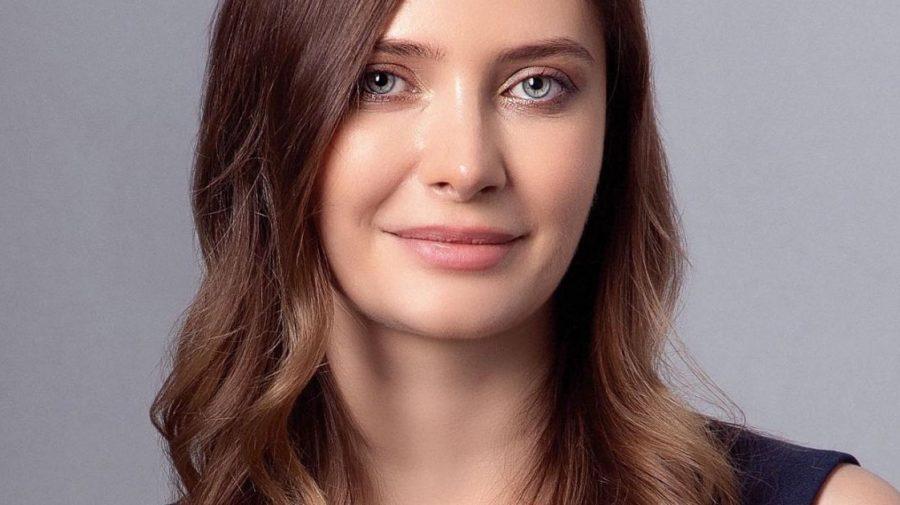 """Melinda Gates de România: Alexandra Dines, soţia celui mai bogat român, își dorește """"creşterea nivelului educaţional"""""""